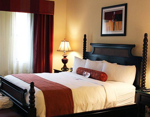 Executive Suite with 1 King Bed Hotel Room | Mardi Gras Casino & Resort Cross Lanes, WV